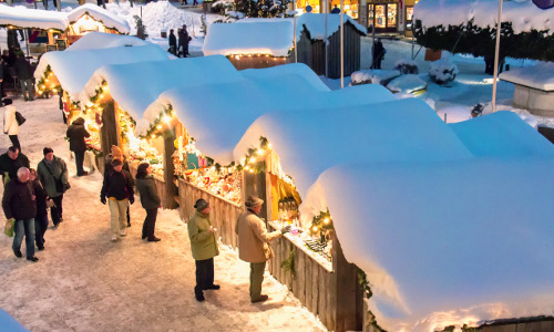Mariazeller Advent Hütten mit Schnee © www.mariazell.blog